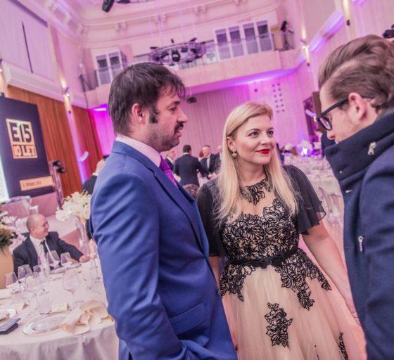 OSOBNOSTI E-COMMERCE Simona Kijonková ze Zásilkovny s partnerem v hovoru s Michalem Šmídou ze společnosti Twisto