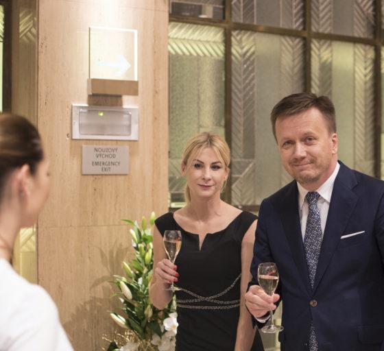 Výkonný ředitel České asociace pojišťoven Jan Matoušek s partnerkou