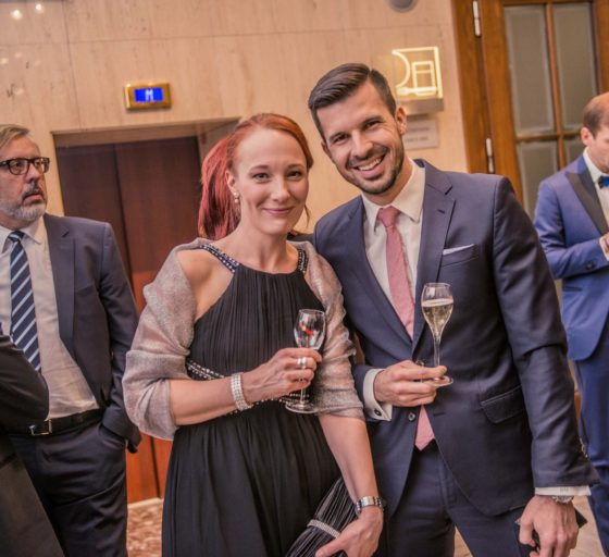 Zástupkyně šéfredaktorky deníku E15 Hana Filipová spolu s podnikatelem a vizionářem Stanislavem Gálikem.