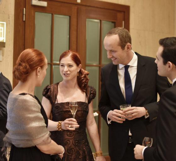 Hana Filipová z E15 s ředitelkou CVCA Zuzanou Pickovou, partnerem White & Casem Ladislavem Chundelou a Janem Pavcem z E15