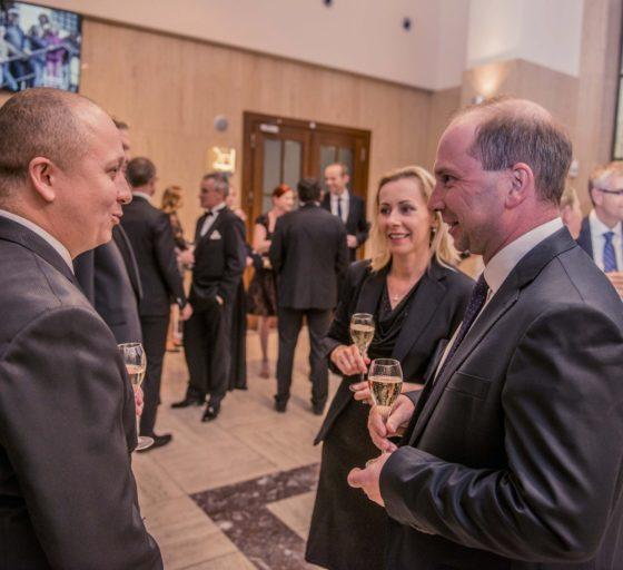 Daniel Novák z E15 s Pavlem Klimentem (vpravo) z poradenské společnosti KPMG
